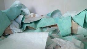 Śmieci stos usuwać stare tapety na podłoga zbiory wideo