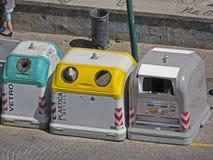 Śmieciarscy zbiorniki dla oddzielonej śmieciarskiej kolekci Zdjęcia Royalty Free