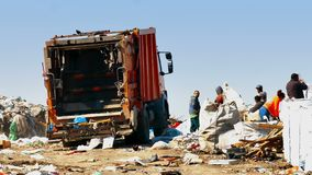 Śmieciarskie ciężarówki i Śmieciarscy poborcy zbiory wideo