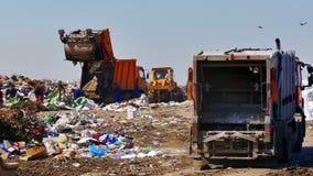 Śmieciarskie ciężarówki na miasto Śmieciarskim usypie zbiory
