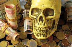 Śmierć, pieniądze pojęcia waluta i czaszka i obraz royalty free