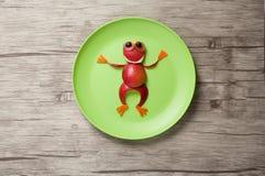Śmieszna żaba robić jabłko zdjęcie stock