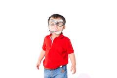 Śmieszna chłopiec z szkła przebraniem fotografia royalty free