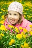 śmieszna dandelions dziewczyna fotografia stock