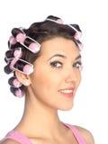 Śmieszna dziewczyna z włosianymi curlers na ona kierownicza Fotografia Royalty Free