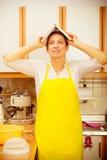 Śmieszna gospodyni domowa z książką kucharska na głowie Obraz Royalty Free