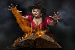 Śmieszna Halloweenowa czarownica obrazy stock