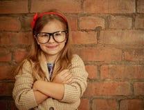 Śmieszna mała dziewczynka z szkłami zdjęcie stock