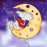 Śmieszna mysz bawić się obsiadanie na księżyc z chee i gitarę Obraz Royalty Free