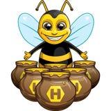 Śmieszna pszczoła z garnkiem miód Fotografia Royalty Free