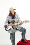 Śmieszna starsza dama bawić się gitarę elektryczną Zdjęcia Stock
