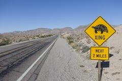 Śmiesznego żółwia drogowy znak Zdjęcie Stock