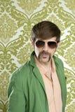 śmiesznego fajtłapy mężczyzna wąsy retro sprzedawca Zdjęcia Stock