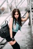 Śmiesznego szalonego splendoru młodej kobiety elegancki seksowny uśmiechnięty piękny mod Zdjęcia Stock