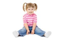 śmiesznej dziewczyny mały obsiadanie Obraz Royalty Free
