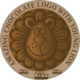Śmiesznej kreskówki młody lew jako loga lub ikony projekta element dla choc ilustracji