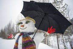 Śmieszny bałwan z parasolem Fotografia Royalty Free