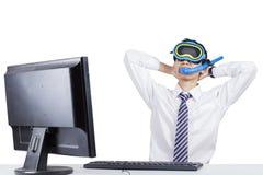 Śmieszny biznesmen wyobraża sobie jego urlopowego Zdjęcie Stock