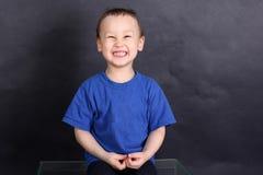 Śmieszny chłopiec 3-4 roczniak Zdjęcia Royalty Free