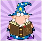 Śmieszny czarownik Trzyma Magiczną książkę ilustracji