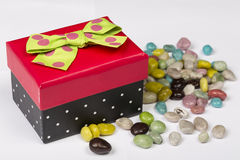 Śmieszny czerwieni, czerni prezenta pudełko z i Zdjęcie Royalty Free