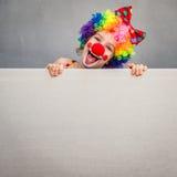 Śmieszny dzieciaka błazenu bawić się salowy Fotografia Stock