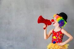 Śmieszny dzieciaka błazenu bawić się salowy Obrazy Royalty Free