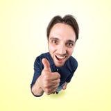 Śmieszny głupka mężczyzna mówi ok z kciukiem up Fotografia Stock