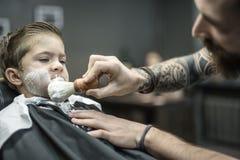 Śmieszny golenie chłopiec Obrazy Royalty Free