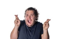 Śmieszny gruby mężczyzna czekać na specjalnego moment i krzyżuje palce fotografia stock