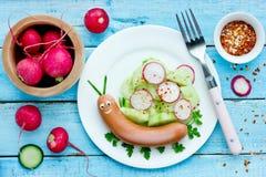 Śmieszny karmowy pomysł dla dzieciaków - śliczny ślimaczek obraz royalty free
