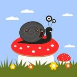 Śmieszny kreskówka ślimaczek na muchomorze Zdjęcia Royalty Free