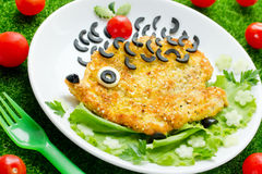 Śmieszny lunchu pomysł dla dziecko kurczaka kotlecika jako jeż obraz royalty free