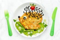 Śmieszny lunchu pomysł dla dziecko kurczaka kotlecika jako jeż obraz stock