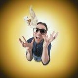 Śmieszny mężczyzna chwyta pieniądze od above Zdjęcia Stock