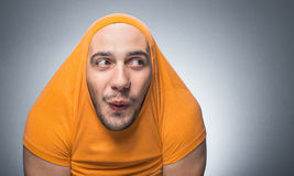 Śmieszny mężczyzna patrzeje popierać kogoś Obraz Stock