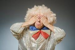 Śmieszny mężczyzna z afro peruką Fotografia Royalty Free