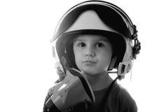 Śmieszny małe dziecko w myśliwskiego pilota hełmie odizolowywającym na białym tle Fotografia Royalty Free