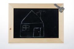 Śmieszny nakreślenie dom i klucz na blackboard Fotografia Stock