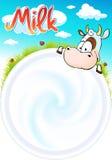 śmieszny projekt z śliczną krową jest przyglądający w filiżankę mleko Fotografia Stock
