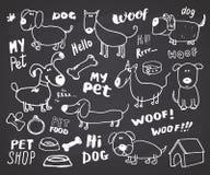 Śmieszny psa doodle set Ręka rysująca kreśląca zwierzę domowe inkasowa Wektorowa ilustracja na chalkboard tle ilustracja wektor