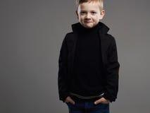 śmieszny uśmiechnięty dziecko Szczęśliwa przystojna chłopiec Zdjęcie Stock