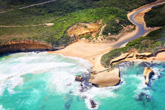 Śmigłowcowa przejażdżka nad Wielka ocean droga i Dwanaście Apostoles w A Zdjęcia Royalty Free