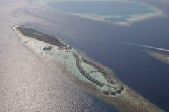 Śmigłowcowy widok na Maldives wyspy miejscowości nadmorskiej Obraz Royalty Free