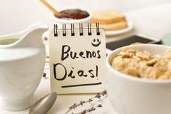 Śniadania i teksta dzień dobry w notatce fotografia stock
