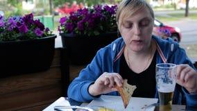 Śniadanie, lunch, kawiarnia, jedzenie, kobieta, jeść plenerowy HD 1920*1080 zbiory wideo