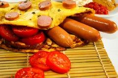 Śniadanie na białym drewnianym tle zdjęcie stock