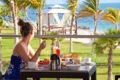 Śniadanie na Karaibskiej plaży zdjęcie royalty free