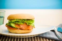 śniadanie obwarzanka salmon obraz royalty free
