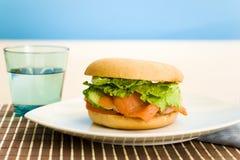 śniadanie obwarzanka salmon zdjęcie royalty free